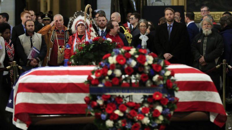 EE.UU. hace una pausa para dar su último adiós al presidente George H.W. Bush