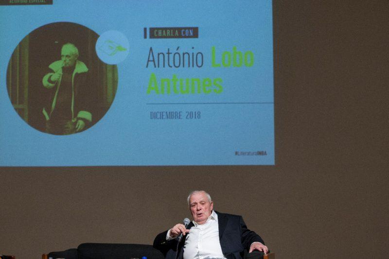 """El escritor lusitano Lobo Antunes desdeña el Nobel; el éxito, """"fracaso postergado"""""""