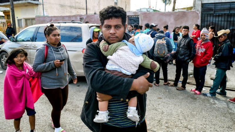 Abandonan Baja California unos 3 mil miembros de la Caravana Migrante, de 8 mil que llegaron