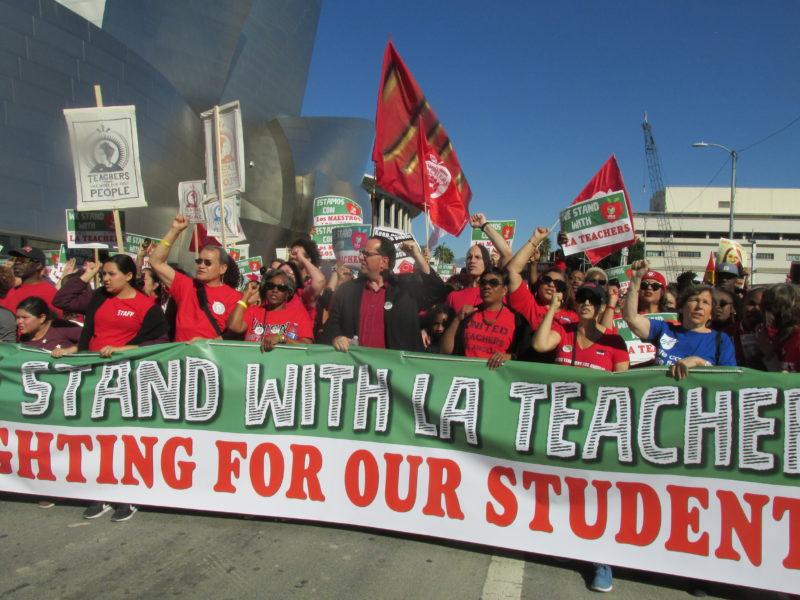 El distrito escolar recurre de nueva cuenta a tácticas de miedo, alarmistas y utiliza a alumnos de educación especial para impedir la huelga de maestros