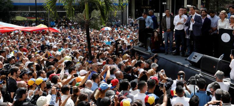 "Asamblea Nacional de Venezuela llama a ""cabildo abierto"" para definir plan contra Maduro"