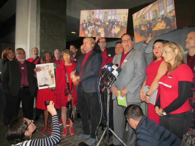 Videos: Inminente huelga de maestros el lunes anteel persistente desacuerdo entre el sindicato magisterial y el distrito escolar