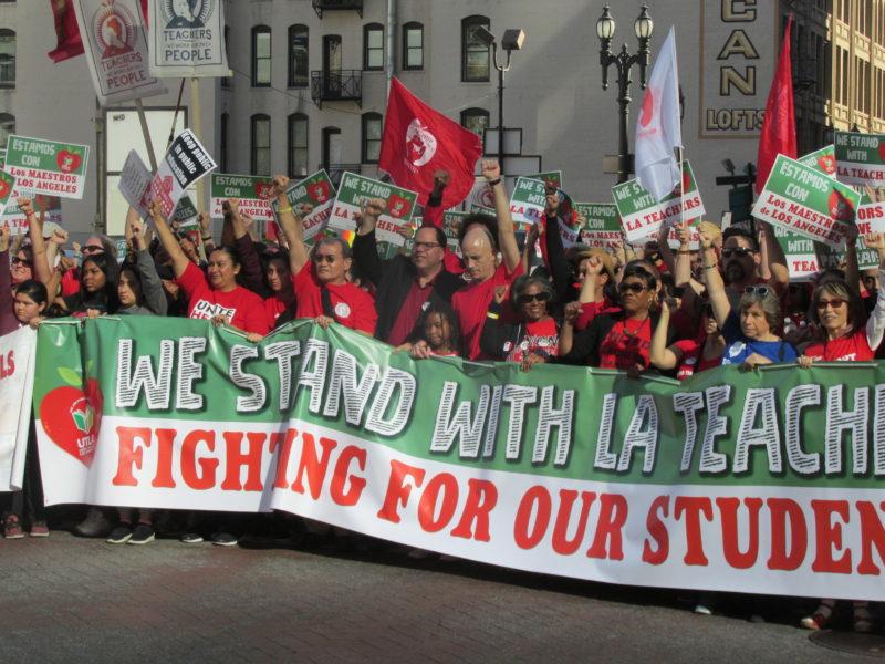 Este sábado, el distrito escolar guardó silencio, mientras que maestros preparan las banderas de huelga para ser tremoladas a partir de las 7:00 de la mañana del lunes