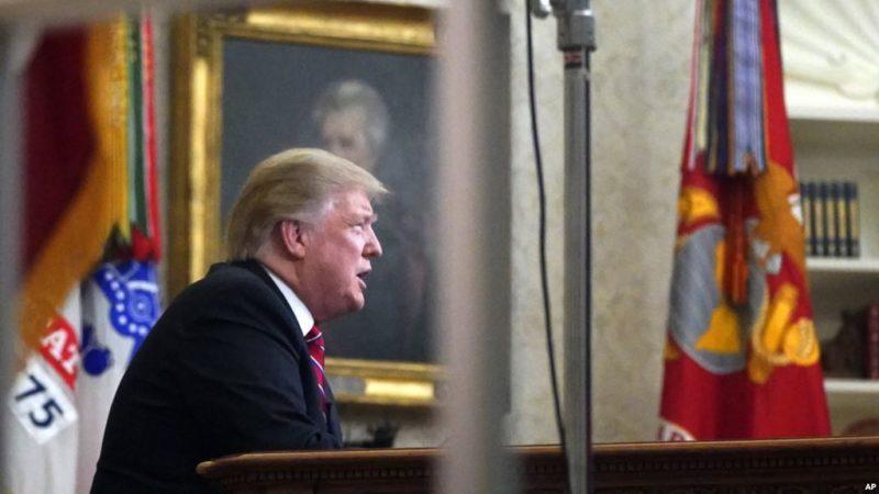 """Video: Trump declara """"crisis humanitaria y de seguridad en la frontera sur"""""""