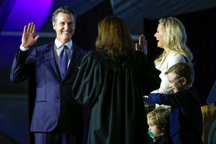 Video: Gavin Newsom jura como gobernador californiano y califica a Trump de incompetente