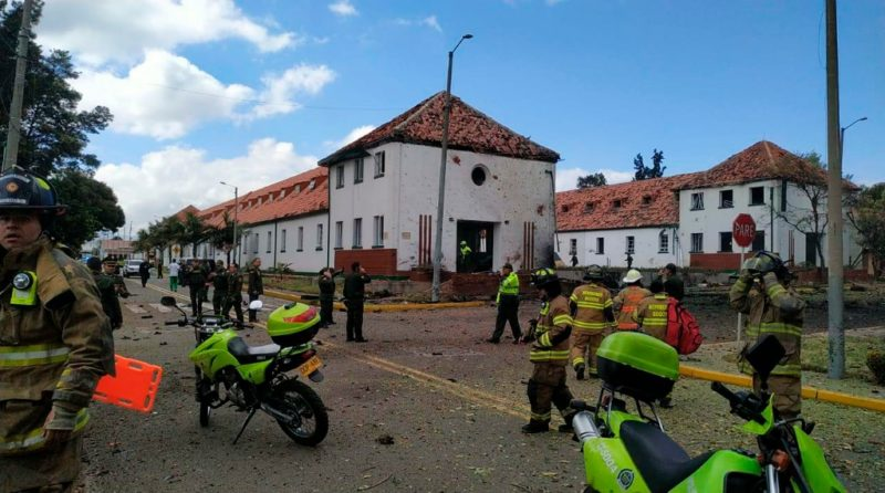 Estalla coche bomba en escuela de policías de Bogotá; 9 muertos