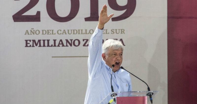 Video: El Gobierno de EPN sirvió para facilitar el saqueo, dice AMLO en presentación del Año de Zapata