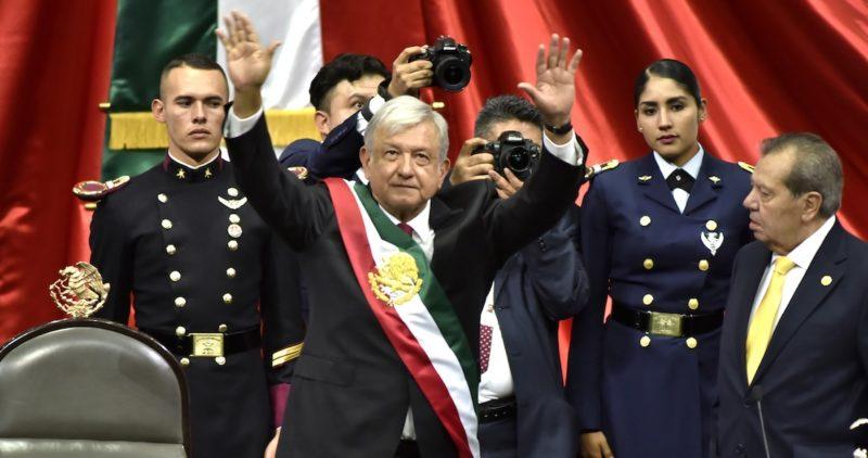 AMLO: 30 días de un Gobierno con resistencias, ataques, traspiés, ajustes y cambios nunca vistos