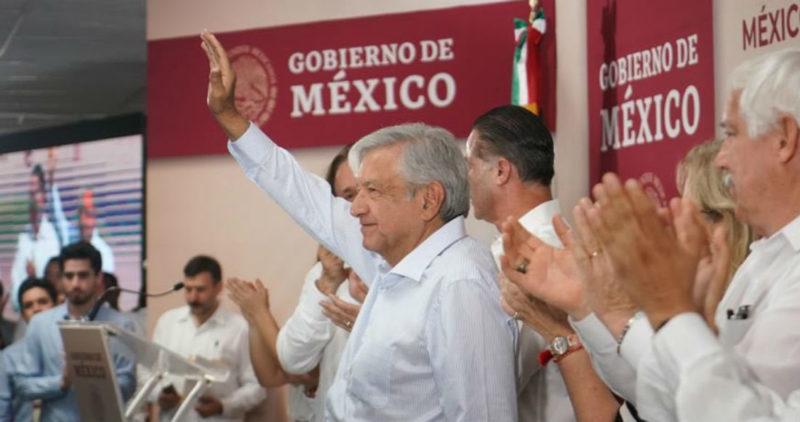 """AMLO anuncia apoyos en Sinaloa y el Gobernador priista afirma: con él nos va a ir """"¡a toda madre!"""""""