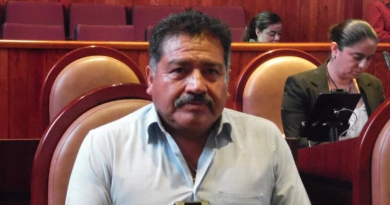 """""""Me dolió mucho, me entristeció"""" el asesinato del alcalde de Tlaxiaco : AMLO; ya se comunicó con su viuda. Murió también el síndico que acompañaba al edil. Eran de Morena"""