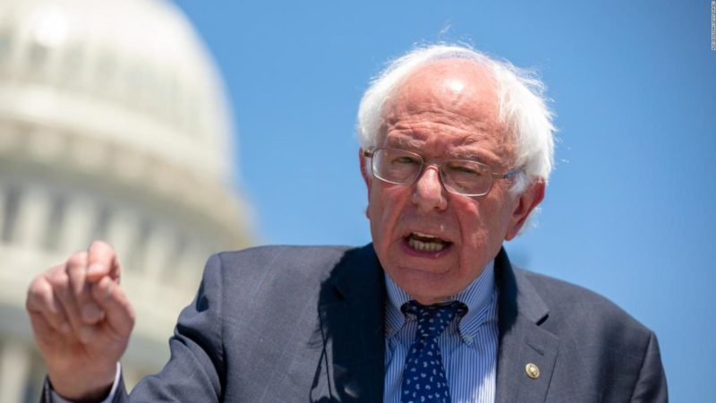 Maestros angelinos lideran la lucha cpara cambiar las prioridades nacionales, afirma Bernie Sanders. Llama a la solidaridad con ellos