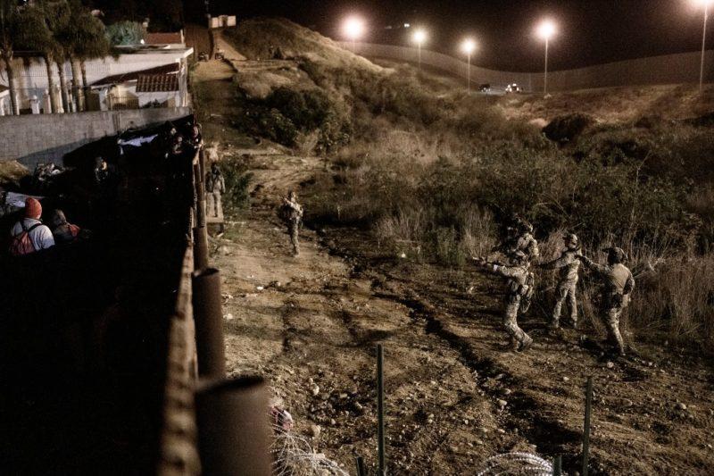 México pide a EU investigar represión de agentes contra migrantes