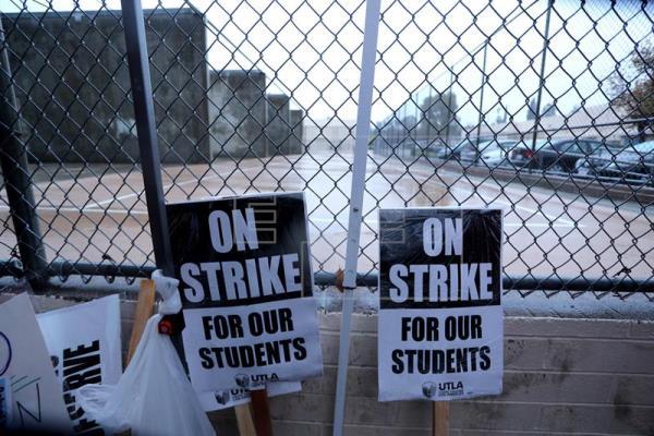 Estalla la primera huelga en una chárter de California; los maestros, de UTLA