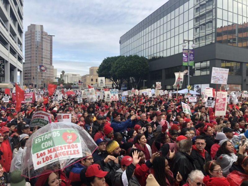 Videos: En el segundo día de huelga, los maestros llaman a magnates y corporaciones a cesar su ataque a la educación pública y reciben amplio apoyo social