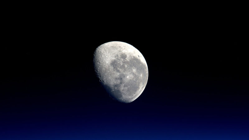 La Chang'e-4 envía la primera imagen de la cara oculta de la Luna tras su alunizaje