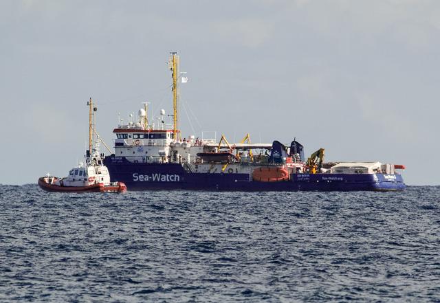 Italia cierra puertos a buque con 47 migrantes africanos