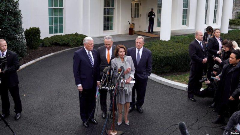 Trump abandonó abruptamente la reunión cuando Pelosi le dijo que no aprobarían dinero para el muro
