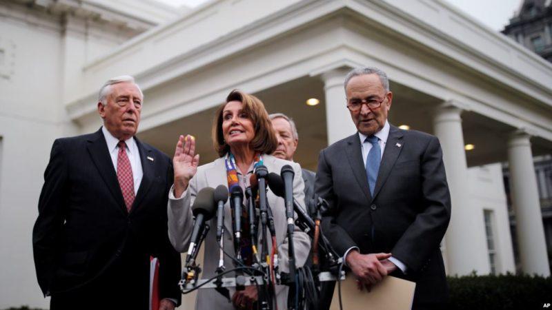 Trump se reunió con legisladores pero no hay visos de acuerdo para cancelar el cierre parcial del gobierno