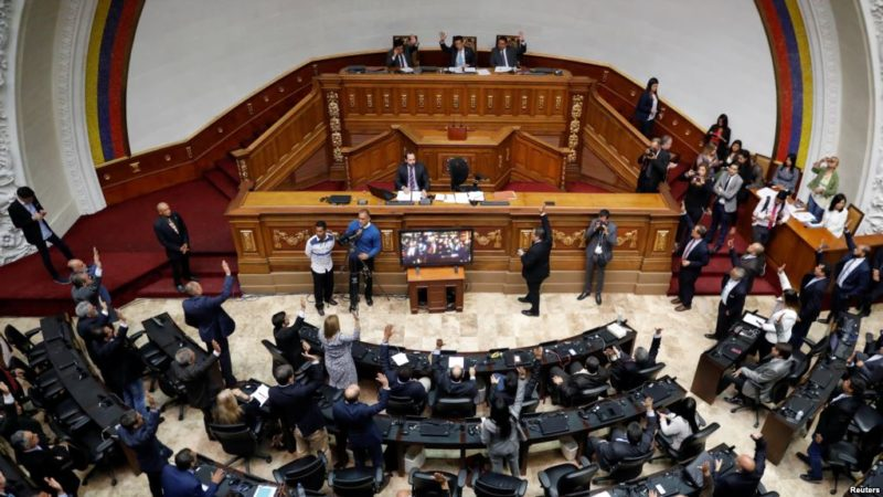 Parlamento de Venezuela aprueba por mayoría declarar a Maduro usurpador de la presidencia