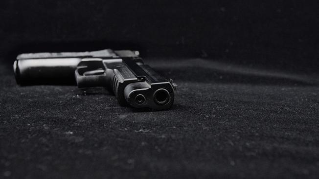 Estudiante de 14 años introdujo una pistola a la escuela para amenazar a un compañero; fue detenido y será procesado