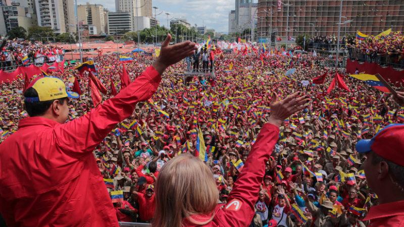 """Video: """"¡Si queremos paz, preparémonos para defenderla!"""": Maduro anuncia la inclusión de los milicianos en la FANB"""