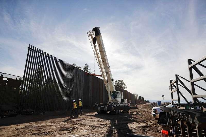 Agrada a Trump propuesta del senador Ted Cruz de pagar muro con dinero de 'El Chapo'
