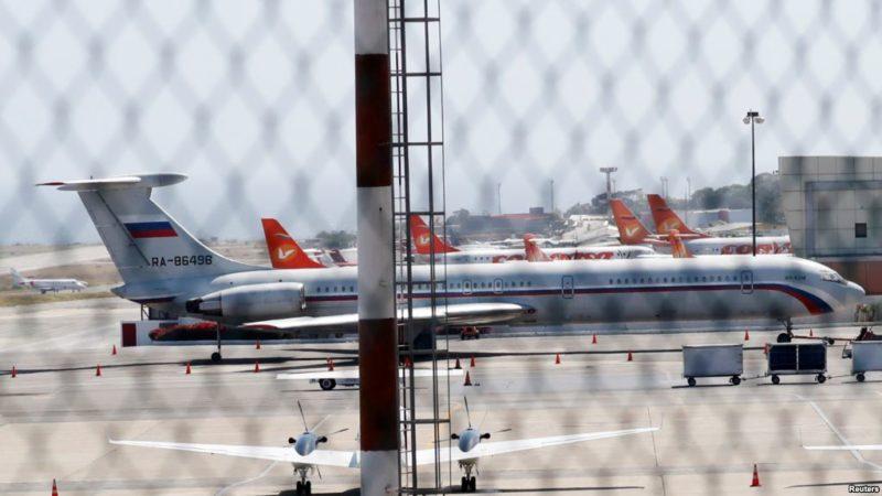 Dos aviones militares rusos aterrizan en Venezuela con equipo y funcionarios para el cumplimiento de contratos castrenses