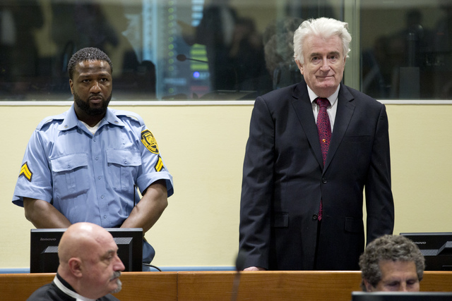 Cadena perpetua para Karadzic por genocidio en Bosnia