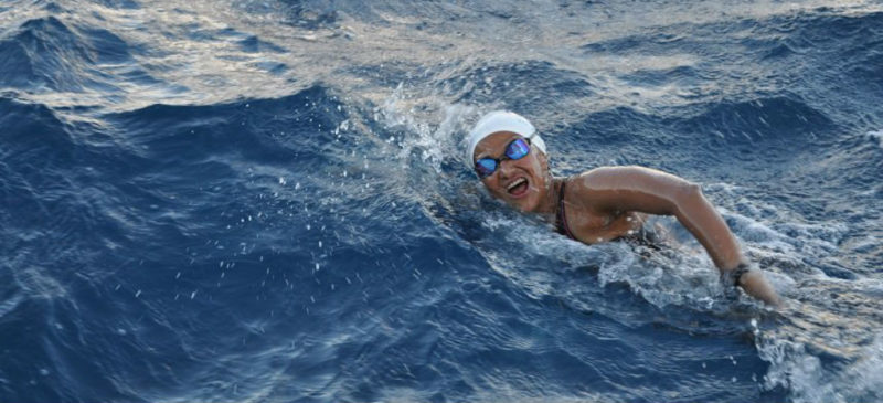 Videos: La mexicana Nora Toledano, primera latinoamericana en atravesar nadando los  siete mares más importantes del mundo