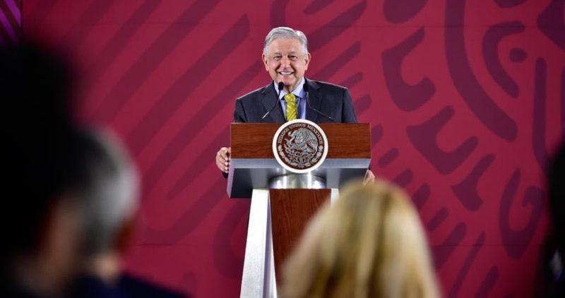AMLO buscará que los banqueros bajen las comisiones al envío de remesas de los paisanos a México
