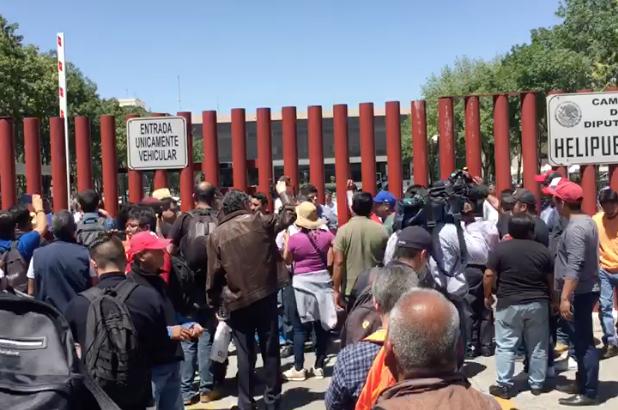 Cientos de atrapados en San Lázaro por bloqueo de la CNTE