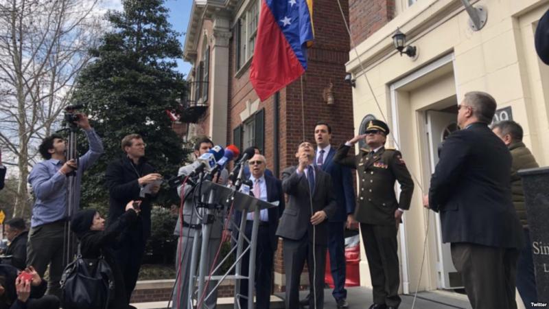 Oposición venezolana toma control de tres sedes diplomáticas en EE.UU.