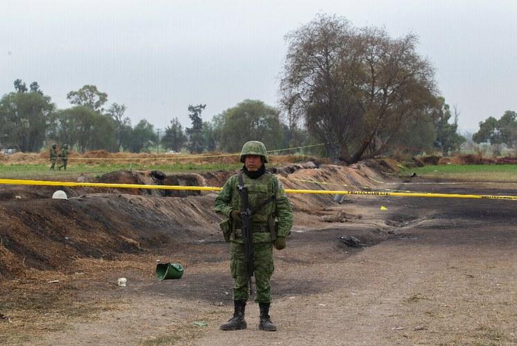 En Hidalgo sigue 'huachicoleo', pese a vigilancia: AMLO. Sin identificar, restos de unas 58 personas en Tlahuelilpan y más
