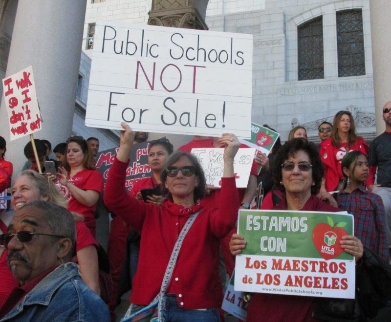 Video: Al cumplir un siglo, la Federación de Maestros de California elabora estrategia para que la educación del estado supere escollos y vuelva a ser de las mejores de EU