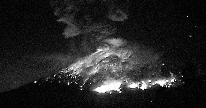 Videos: El Popo explotó otra vez la noche del jueves. La alerta es #AmarilloFase3. Analizan rutas de escape