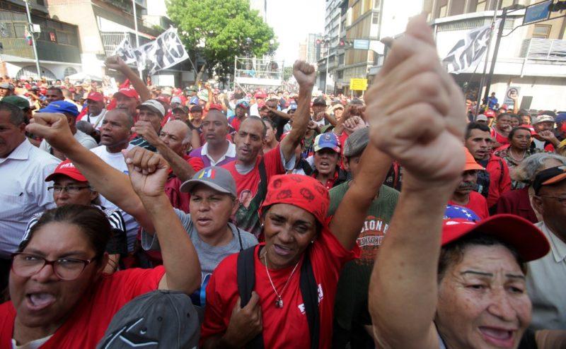 Videos: Controlada la insurrección. Esto no quedará impune: Maduro. La Fuerza Armada confirmó su lealtad al presidente. Guaidó convoca a la movilización popular para derrocar al mandatario