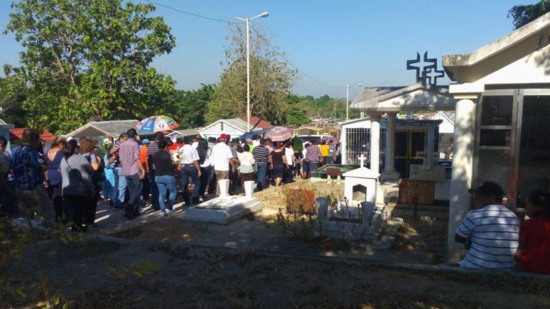 Video: Exigen justicia en sepelio de víctimas de masacre en Minatitlán
