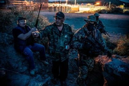 Denuncian a milicianos fascistas a la caza de migrantes en la frontera