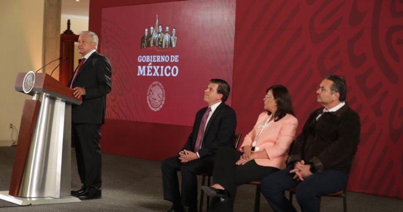 """AMLO aprieta más a gasolineros: hará revisiones para dar con los que no venden """"litros de a litro"""""""