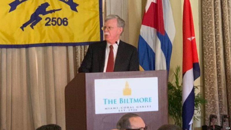 """Bolton: Presidentes de Cuba, Nicaragua y Venezuela son """"los tres payasos del socialismo"""""""