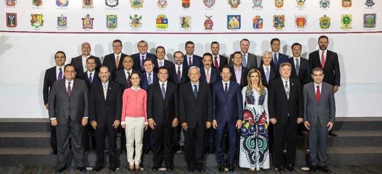 """Firman CCE, CTM, gobernadores y AMLO acuerdo para la """"paz laboral"""""""