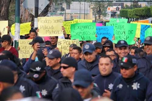 Rebelión policiaca en Michoacán; el gobernador Aureoles afirma que ese tipo de protestas no son toleradas