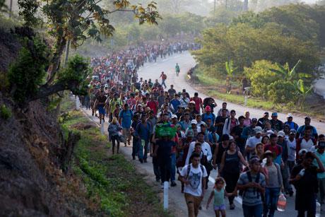 Avanzan por Chiapas 1,800 migrantes de América Central
