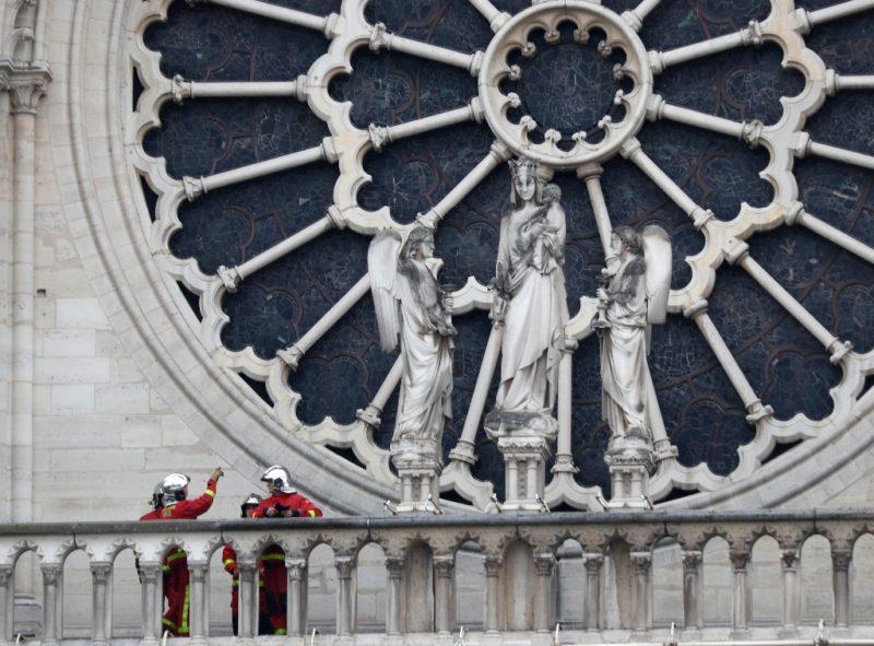 """En 5 años se reconstruirá Notre Dame, afirma Macron. """"Nada apunta a un acto voluntario"""": Fiscal parisino"""