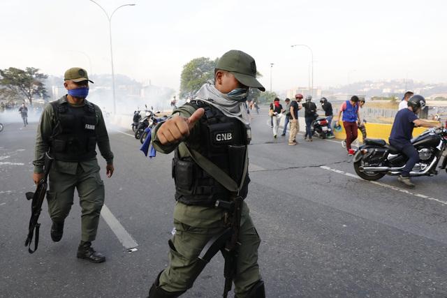 Sofoca Maduro intento de golpe de Estado