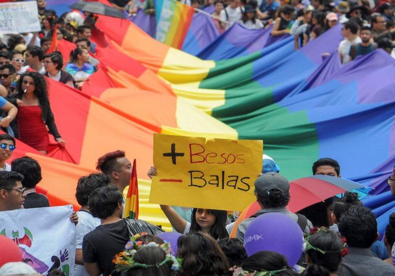 Video: Las parejas mexicanas del mismo sexo podrán casarse en consulados de su país en todo el mundo, anuncia Ebrard