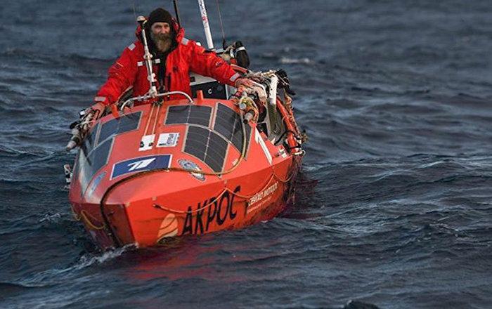 Videos: Explorador ruso estuvo 154 días en el Pacífico hasta llegar a Chile