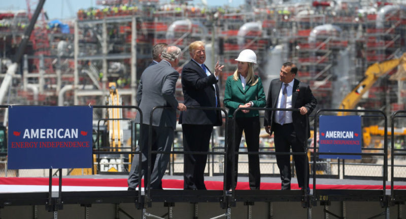 China aumenta aranceles para el gas licuado de EU del 10 al 15%