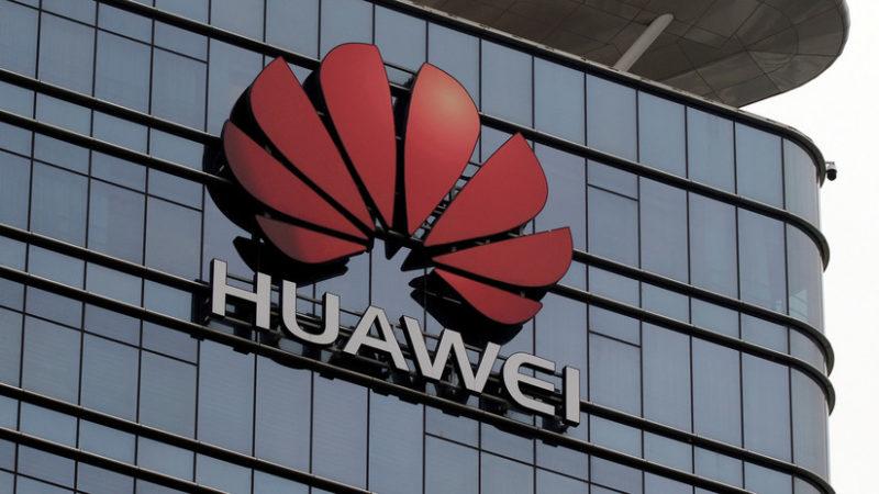 """¿Golpe a Huawei?: Trump firma una orden ejecutiva que declara """"emergencia nacional"""" por amenazas contra la tecnología estadounidense"""