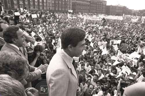 Agoniza el PRD, 30 años después de surgir como esperanza de la izquierda nacional; se lanza contra AMLO